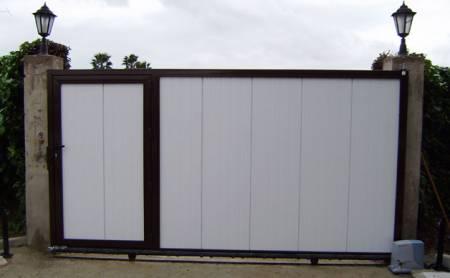Casa de este alojamiento como instalar puertas de garaje for Motor puerta corredera bricodepot
